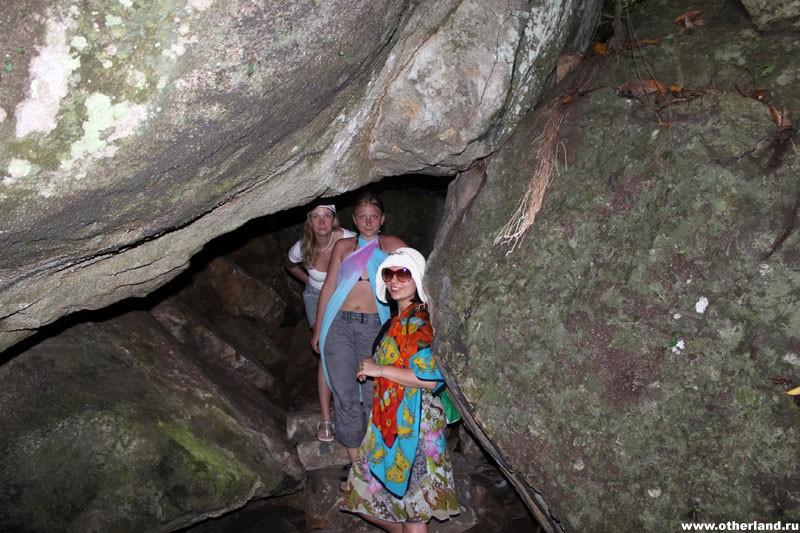 Хайнань. Янода. Девчонки в пещере.