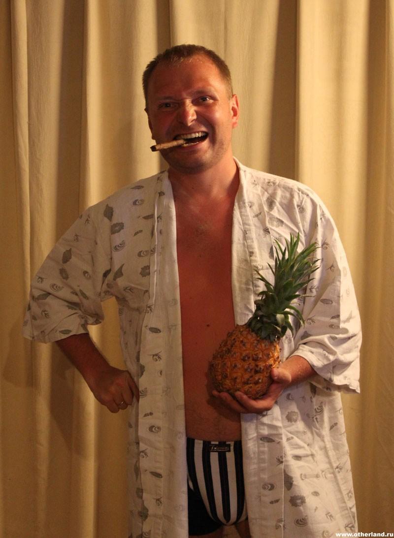 Хайнань. Павел. Сигара и ананас.